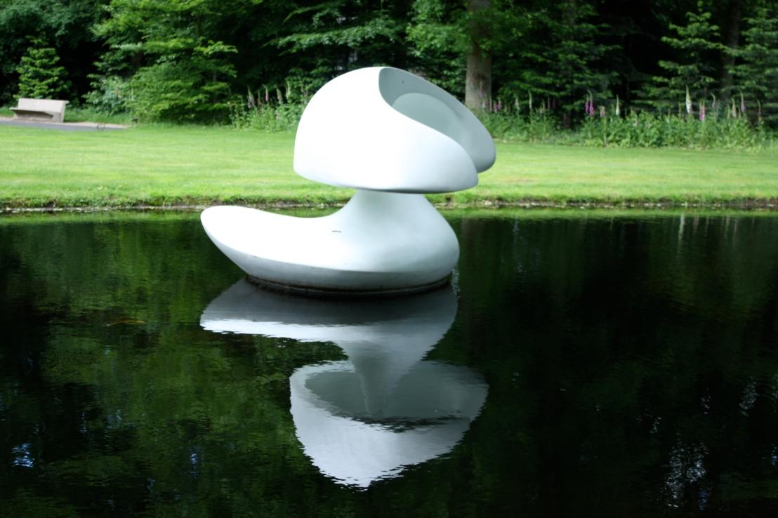 Marta Pan, Otterlo, sculpture flottante, 1961, résine polyester