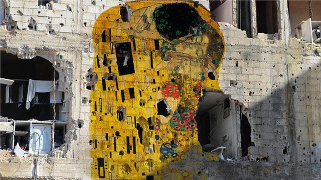 Tammam_Azzam_Gustav_Klimt_The_Kiss_kb_130503_wmain